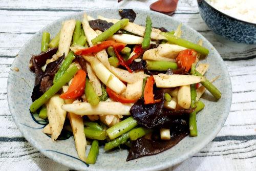 Verduras fritas con setas